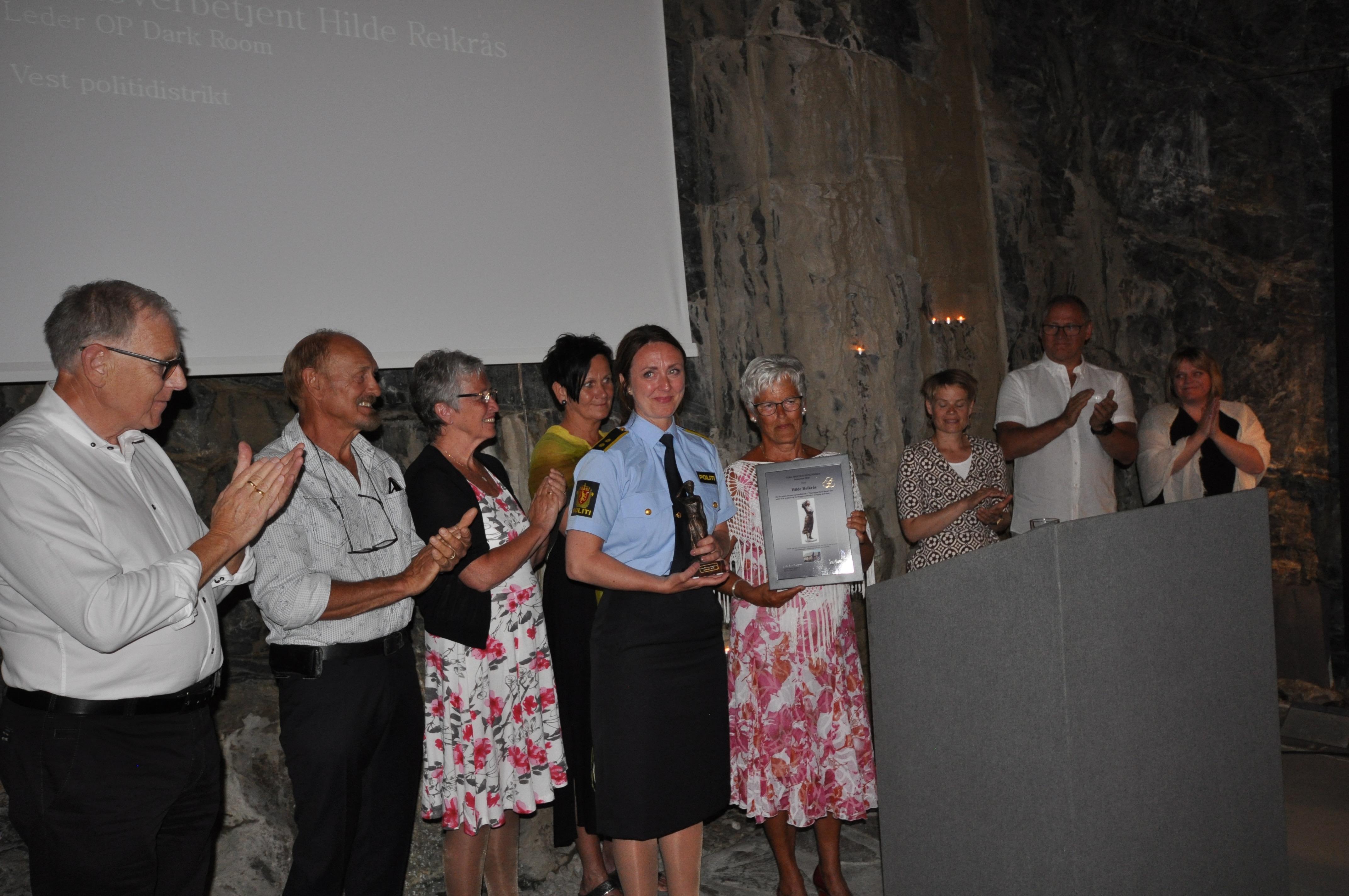 Styret og prisvinnar f.v.:Roald Sangolt, Johannes Hjelland, Sissel Jørgensen Hilde Reikrås (prisvinnar), Haldri Karin Engenes, Kristi Staveland-Sæter, Frode Larsen, Astrid Drevland